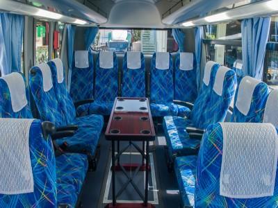 大型バス・サロン席