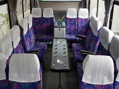 中型バス・サロン席